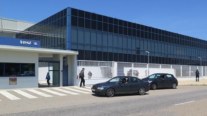 Los trabajadores de Vestas exigen mejoras en el convenio pitando con sus coches