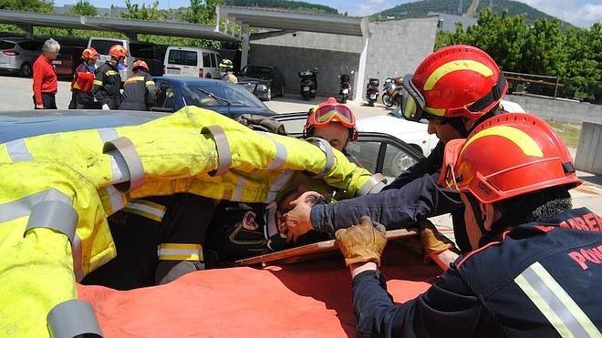 Los bomberos de Ponferrada se forman en rescate vial y nuevas tecnologías con efectivos de Valladolid