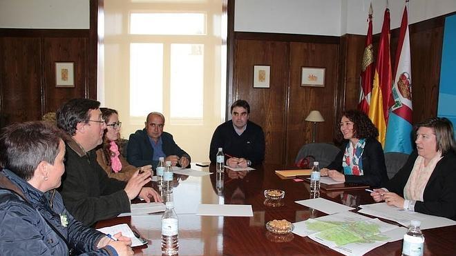 Los municipios bercianos del Camino apuestan por un trabajo conjunto para mejorar la atención y los servicios