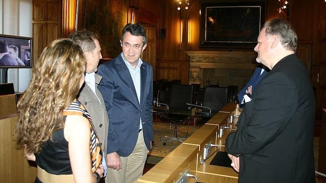 Majo invita a los miembros de la AEI a conocer la riqueza de la provincia durante su estancia en León
