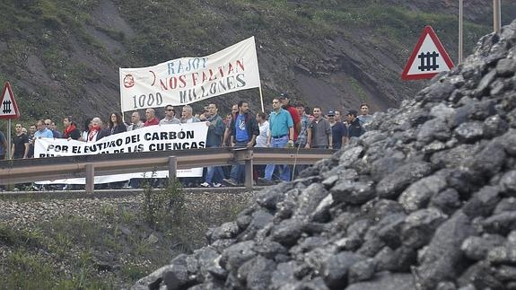 Sindicatos, patronal y partidos se unen para pedir la «supervivencia» del carbón nacional