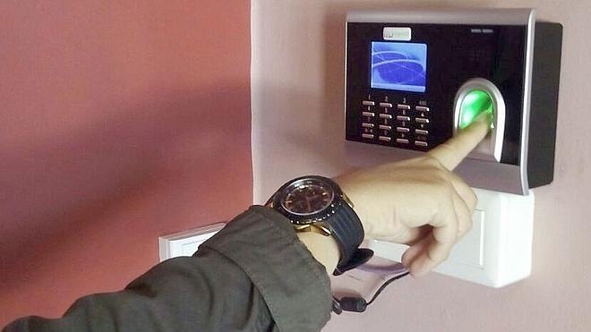 El Ayuntamiento busca 'una salida' para el control laboral por huella digital, inactivo desde hace dos años