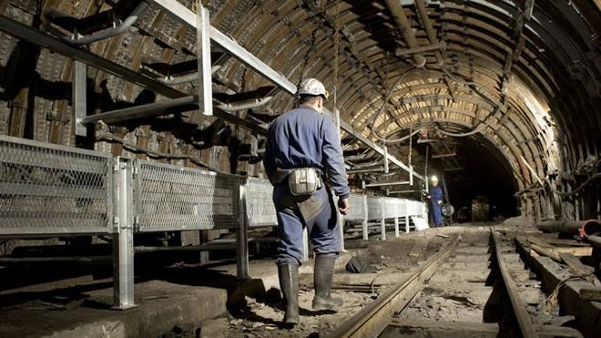 La crisis de la Hullera dibuja un drama social entre sus trabajadores con diez nóminas sin cobrar