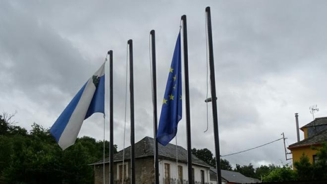 CB condena el robo de las banderas de España y del Bierzo en el Ayuntamiento de Folgoso