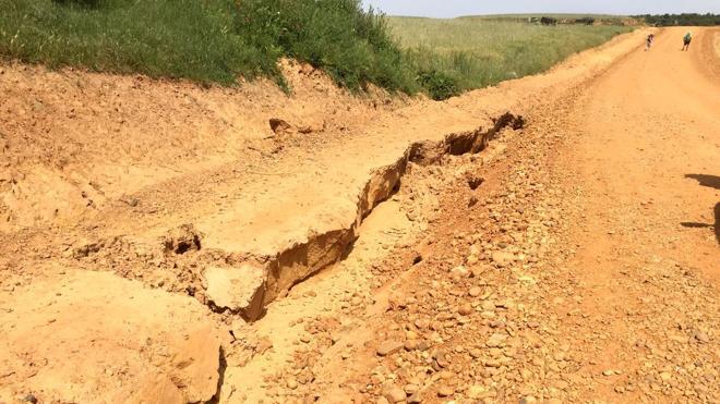 Denuncian que las obras de concentración parcelaria alteran en tres kilómetros el Camino en Villares de Órbigo