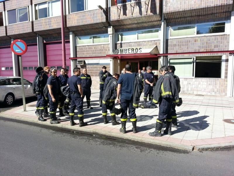 Los Bomberos de León y Ponferrada acusan a Majo de querer «privatizar» su servicio