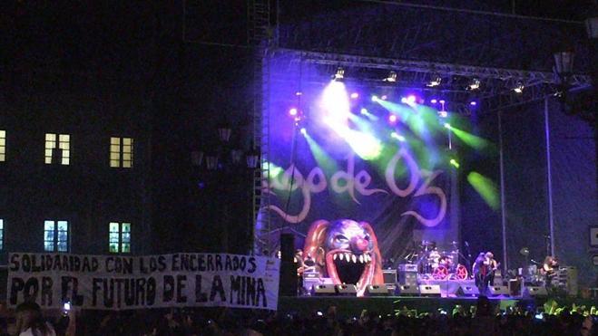 Los mineros encerrados, 'presentes' en el concierto de Mago de Oz