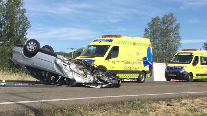 Cinco personas resultan heridas tras un aparatoso accidente ocurrido en Azadinos