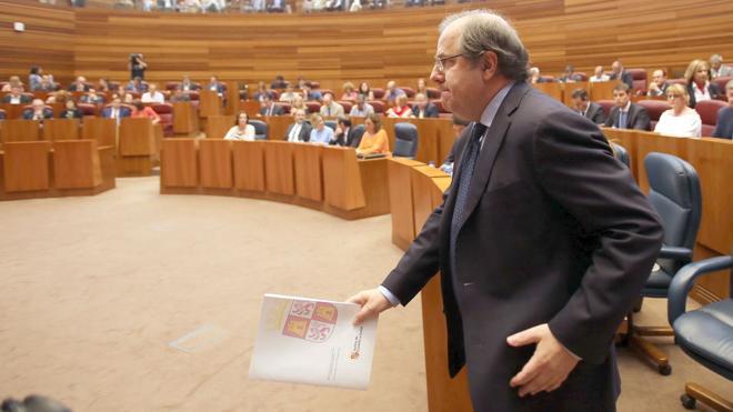 Herrera anuncia la compra de las viviendas de Ciñera y aboga por una solución para La Vasco