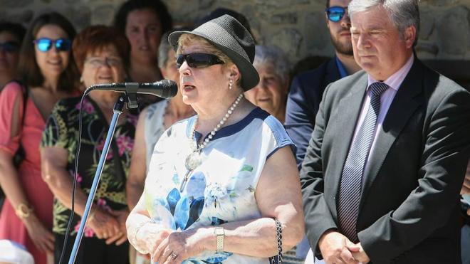 Carracedelo concede el nombre de doña Dora a su antiguo Consistorio para reconocer su labor como maestra