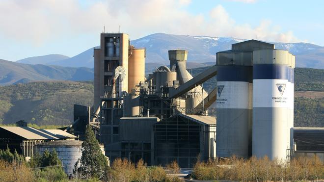 La fábrica de Cementos Cosmos en Toral de los Vados celebra un año sin accidentes
