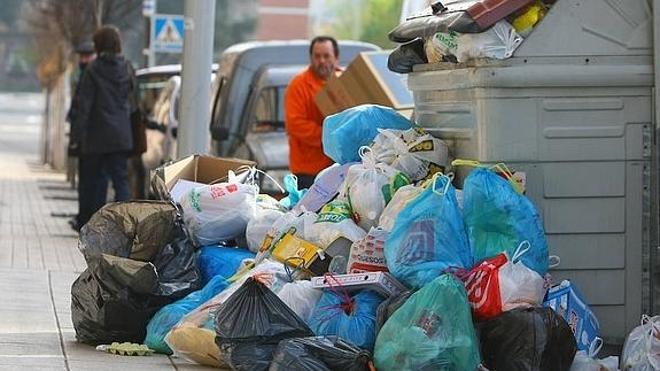 La plantilla de FCC no descartan movilizarse por el retraso en la firma del acuerdo que desconvocó la huelga de basuras