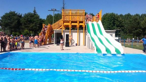Mundo del agua parada obligatoria en valencia de don juan for Horario piscinas valencia de don juan