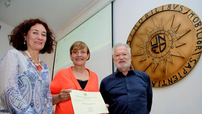 Beatriz Escudero recoge el premio Emprendedor 2016 del Campus Noroeste de la UNED