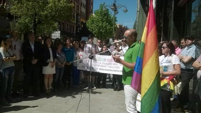 Ciudadanos quiere revindicar los derechos de todos a través de banderas en la calles leonesas