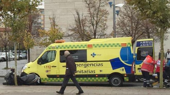 Los trabajadores del transporte sanitario trasladan sus reivindicaciones a los socialistas en las Cortes