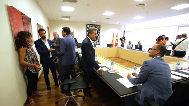 PP y C's ven positivo el pacto que critican PSOE y Podemos porque se harían las mismas políticas