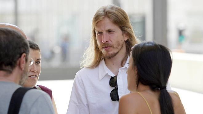 Pablo Fernández tilda de «falaz e hipócrita» el discurso por pedir acuerdos cuando estuvo de espaldas a los grupos
