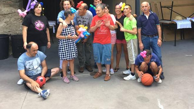 Medio centenar de usuarios de Nuestra Señora del Valle participanen los campamentos de verano en Piles y Corporales