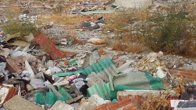 Ciudadanos urge la limpieza y retirada de amianto de las ruinas de Tapicerías Soto en Armunia
