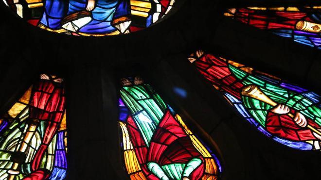La Catedral de León avanza en la restauración de sus vidrieras con 850 metros en lista de espera