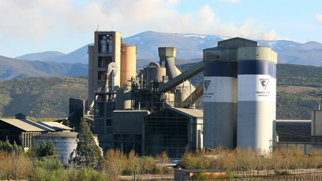 La Junta fija cambios en la autorización ambiental a la planta de cemento y clíncker de Cosmos en Toral
