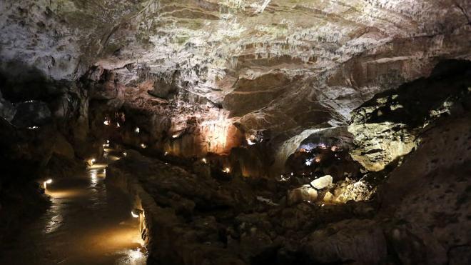 La Cueva de Valporquero acoge, por primera vez, un concierto coral en la Gran Rotonda