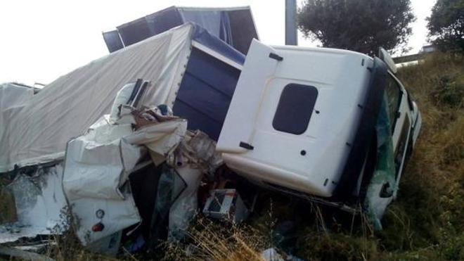 Dos operarios del Ministerio de Fomento fallecen en la autovía A-6 arrollados por un camión