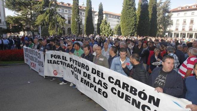 Los sindicatos exigen al Gobierno que cumpla la «hoja de ruta» marcada para el sector del carbón
