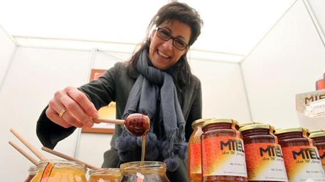 La Diputación respalda la marca de calidad de miel que promueven los apicultores leoneses