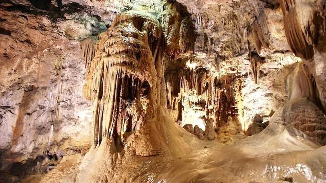 El número de visitantes a la Cueva de Valporquero se incrementa en un 20% en el año de su 50 aniversario