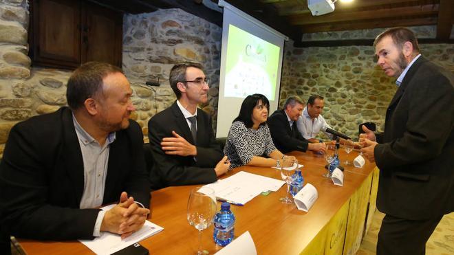 La Mesa del Castaño del Bierzo insta a «perseguir la venta irregular» en la apertura de la feria Biocastanea