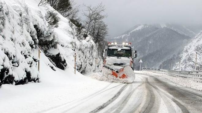 La nieve obliga a usar cadenas en cinco puertos leoneses