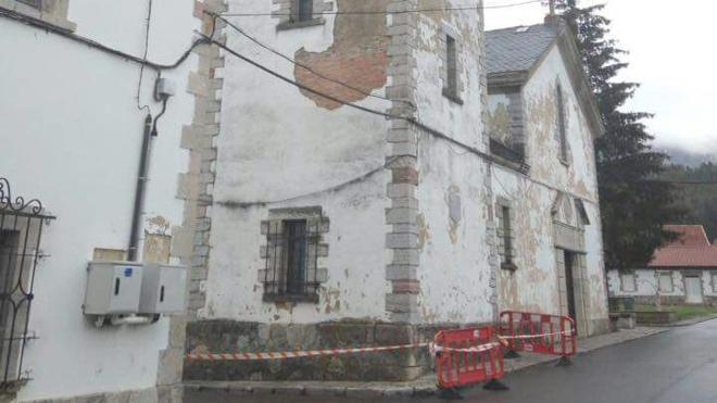Los vecinos de Villamanín trasladan su inquietud por los desprendimientos en la iglesia