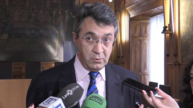Majo apela al realismo y asegura que seguirá adelante con la red comarcal de bomberos «por ser bueno para León»
