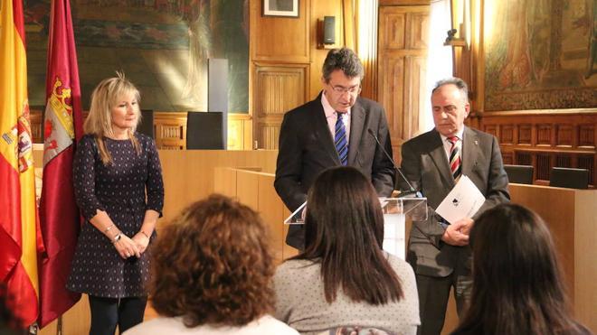La Diputación recuperar tras cuatro años en el limbo la educación para adultos con afán de continuidad