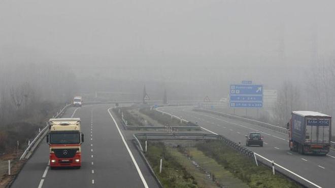 La niebla complica la circulación en Mansilla de las Mulas y Villafranca del Bierzo