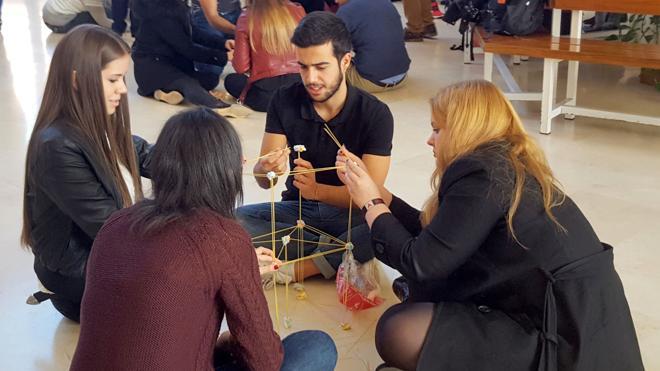 El concurso 'Team Building Games' recoge 220 kilos de alimentos en Económicas