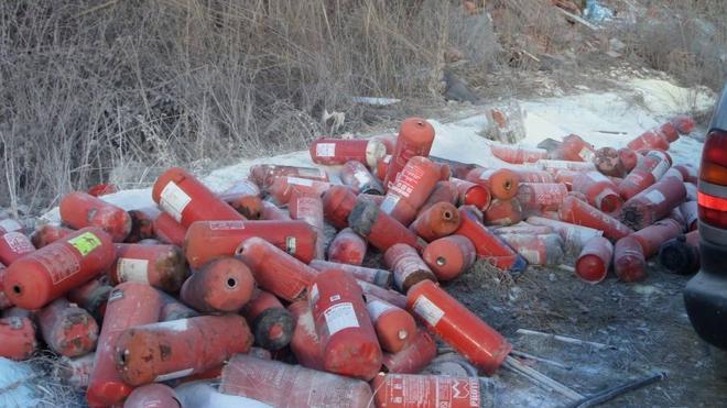 La Patrulla Verde de la Policía Local localiza un depósito ilegal con más de 300 extintores cerca de los Agustinos