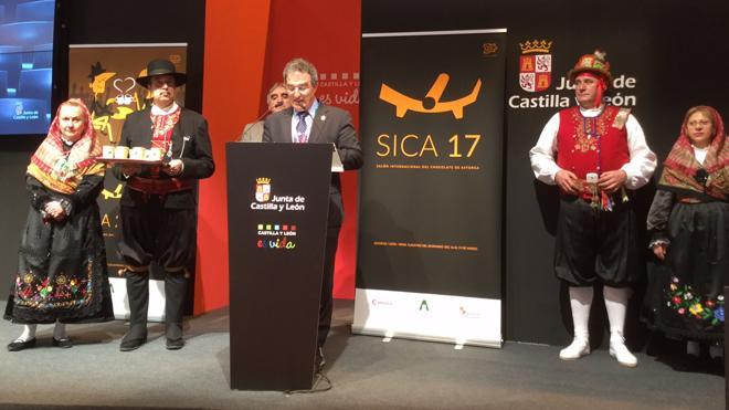 Astorga presenta en Fitur su ruta teatralizada 'Sabor Astúrica' y endulza Ifema con chocolate del Sica 2017