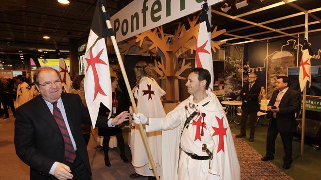 Herrera se interesa por la Noche Templaria y la oferta turística de Ponferrada