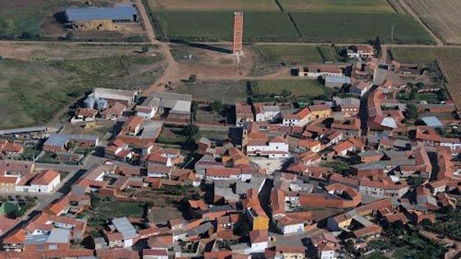 La alcaldesa de Urdiales del Páramo pide a las administraciones «más atención al medio rural»