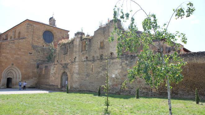 El monasterio de Sandoval abrirá sus puertas tras una actuación inmediata de consolidación y desbroce
