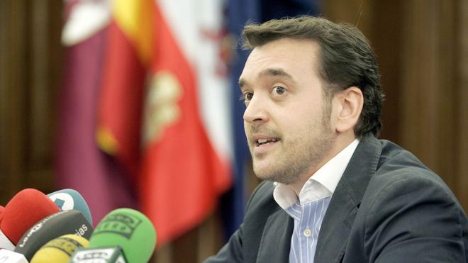 Gavilanes supera en avales a Majo y decide presentar candidatura a la presidencia del PP