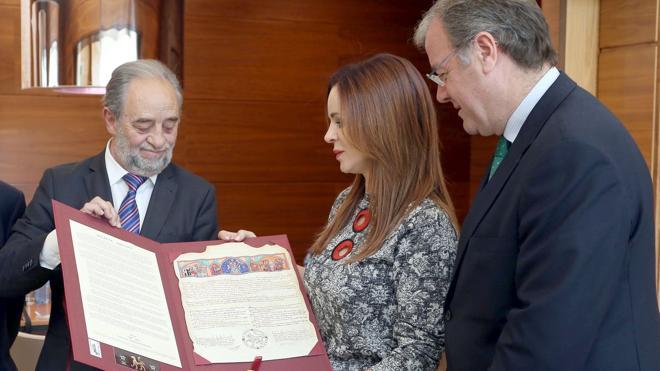 Las cortes remarcan la amplia «significación» histórica de León y ven en ella un «motivo de enriquecimiento»